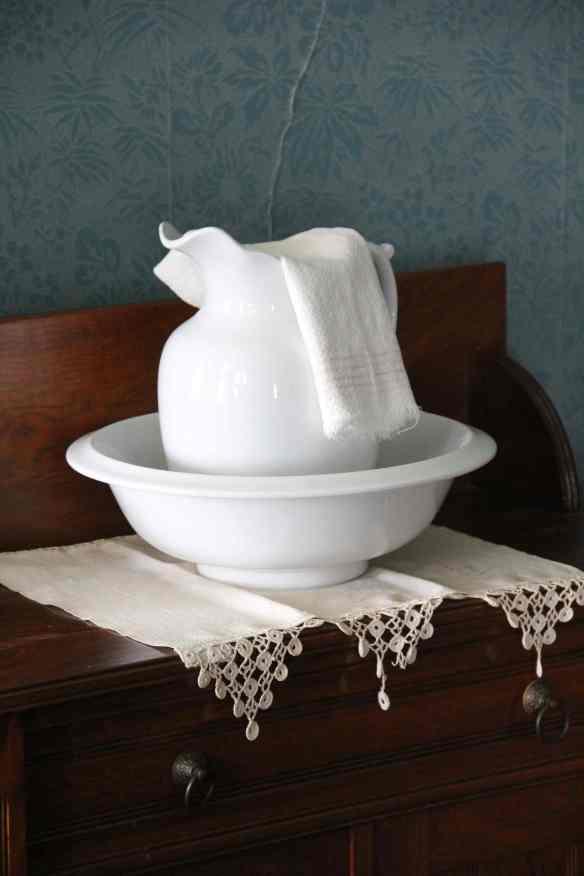 Basin, pitcher, and towel, Chateau de Mores