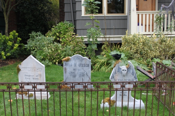 DIY Halloween decoration, DIY Halloween gravestone, Halloween cemetery